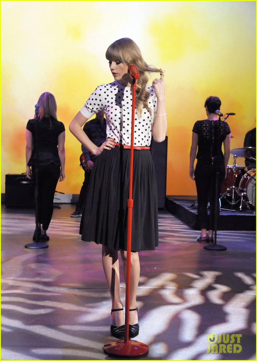 taylor swift the view apprearance 01