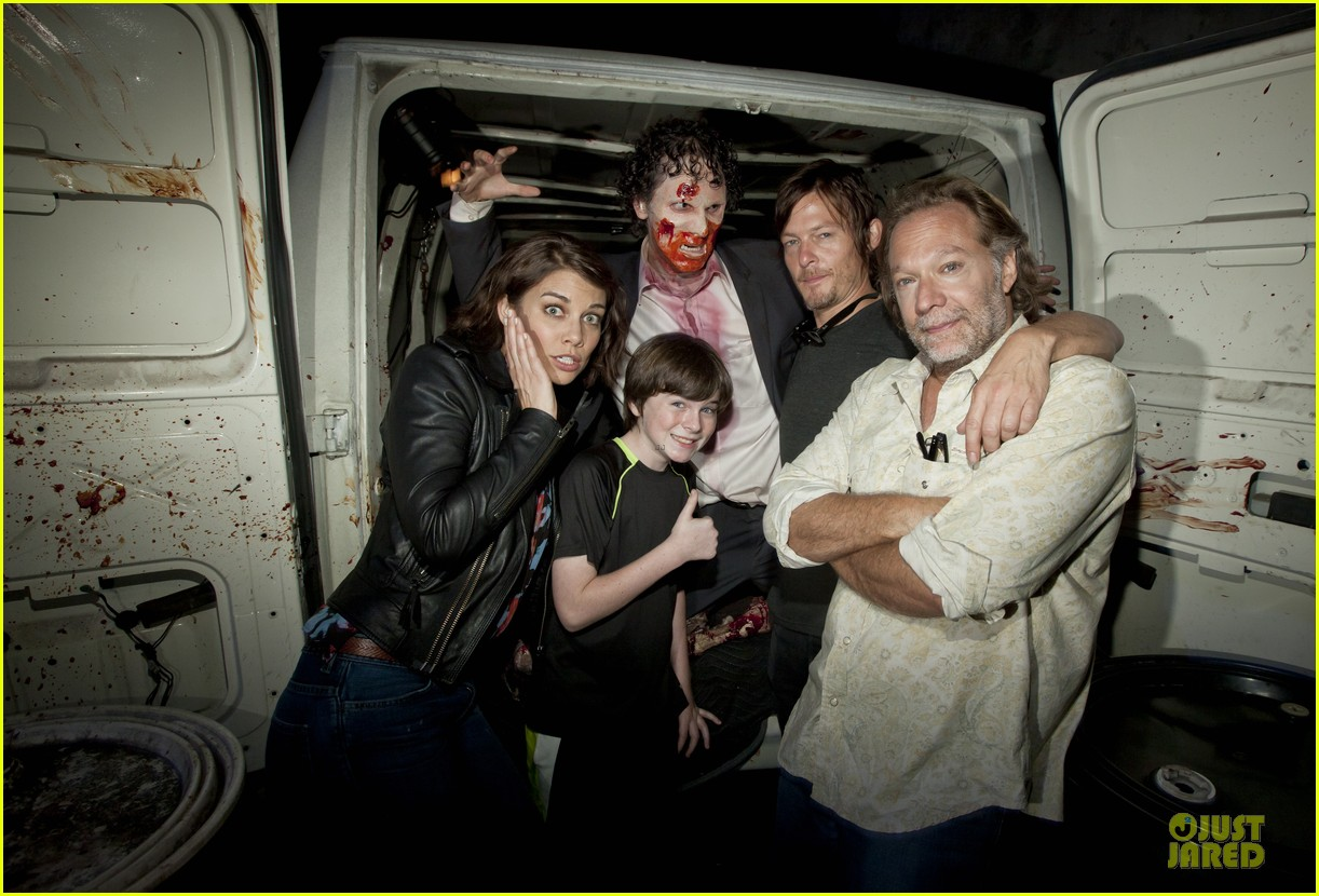 walking dead cast halloween horror nights 022738413