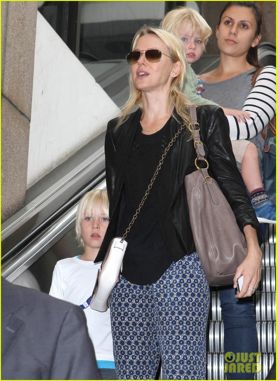 naomi watts flies the skies with sasha samuel 022742052