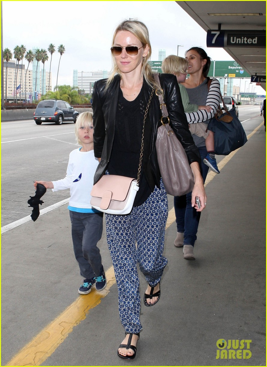 naomi watts flies the skies with sasha samuel 03