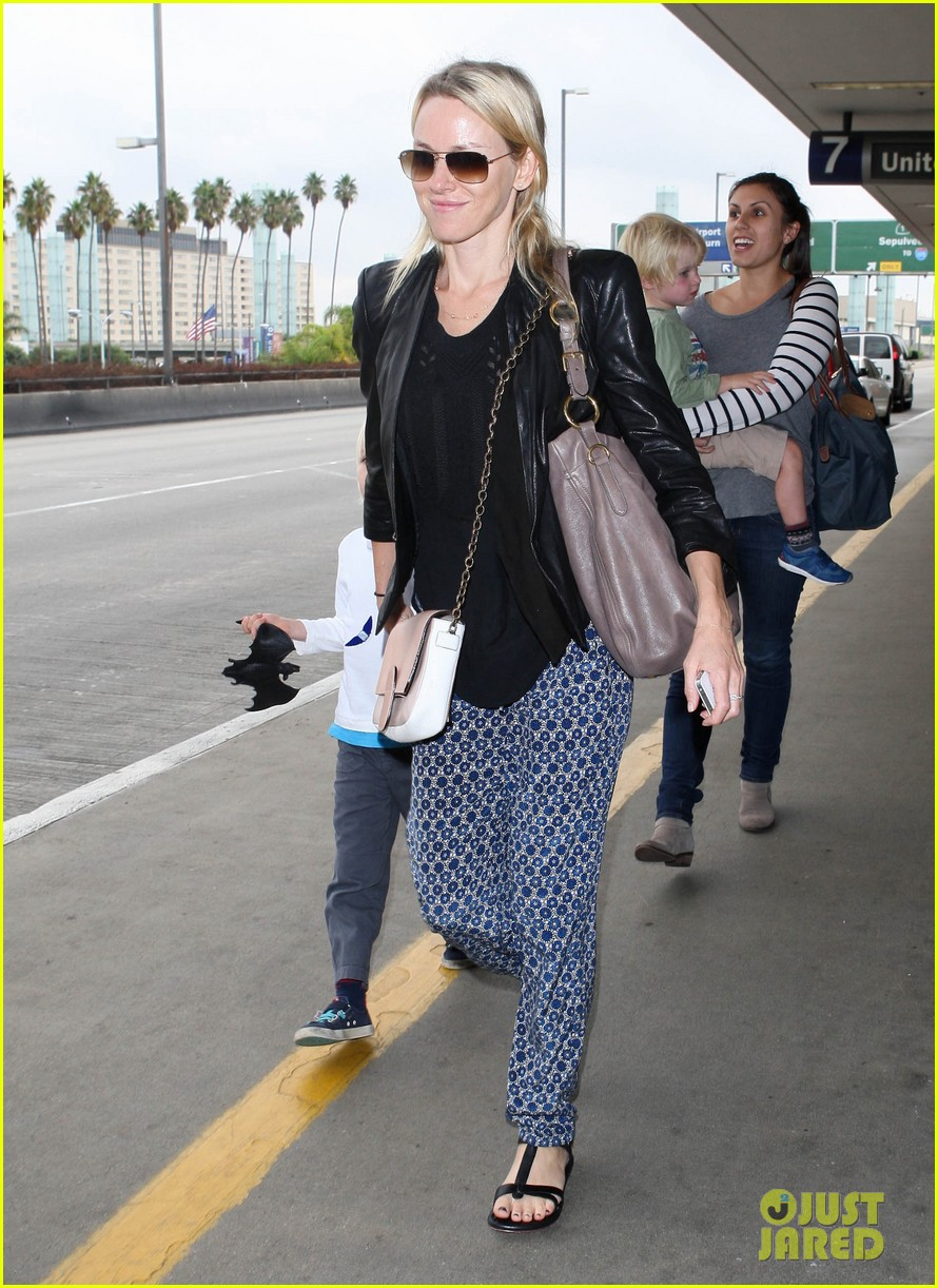 naomi watts flies the skies with sasha samuel 142742064