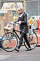 naomi watts bike ride in big apple 19