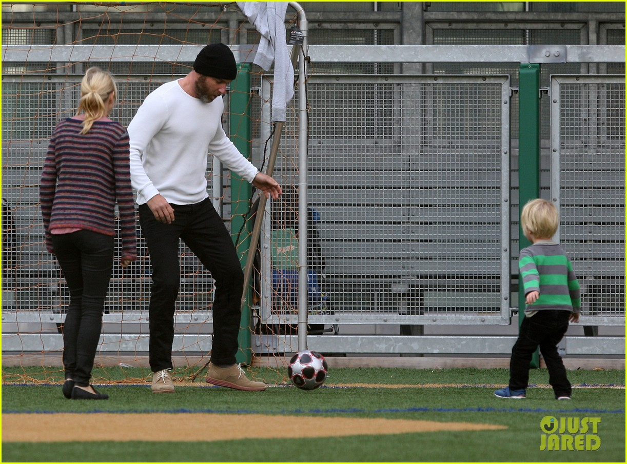 naomi watts liev schreiber big apple soccer afternoon with kids 17