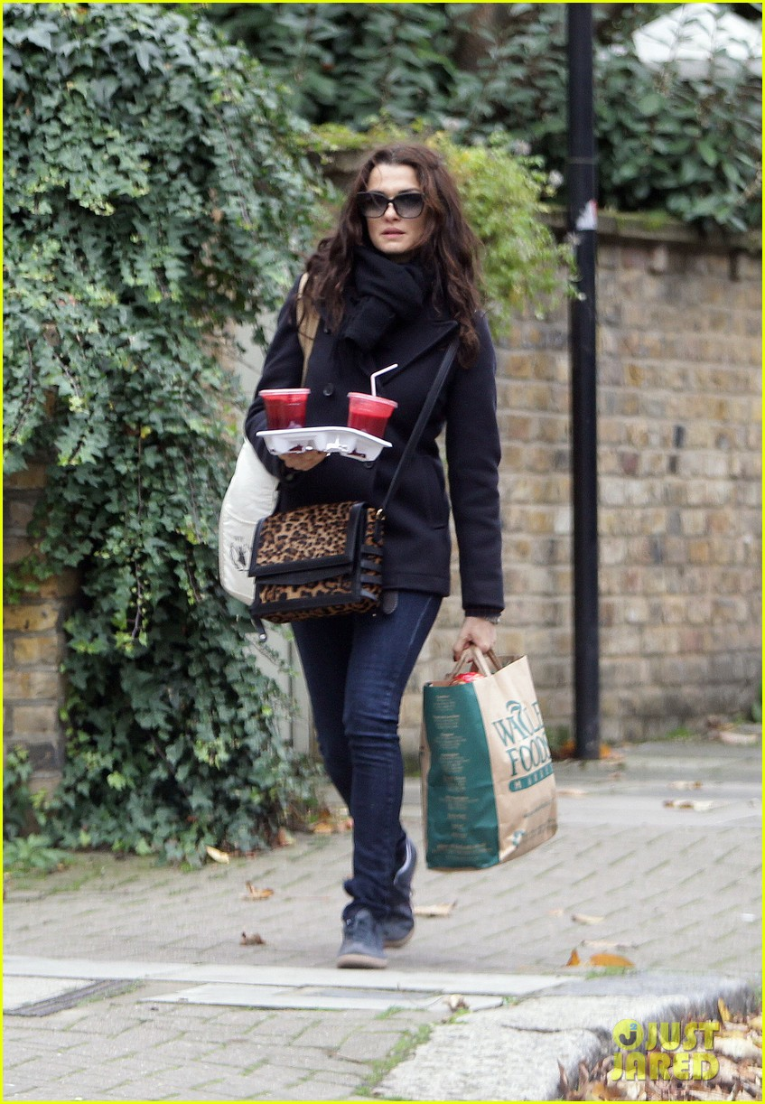 rachel weisz whole foods smoothie stop 05