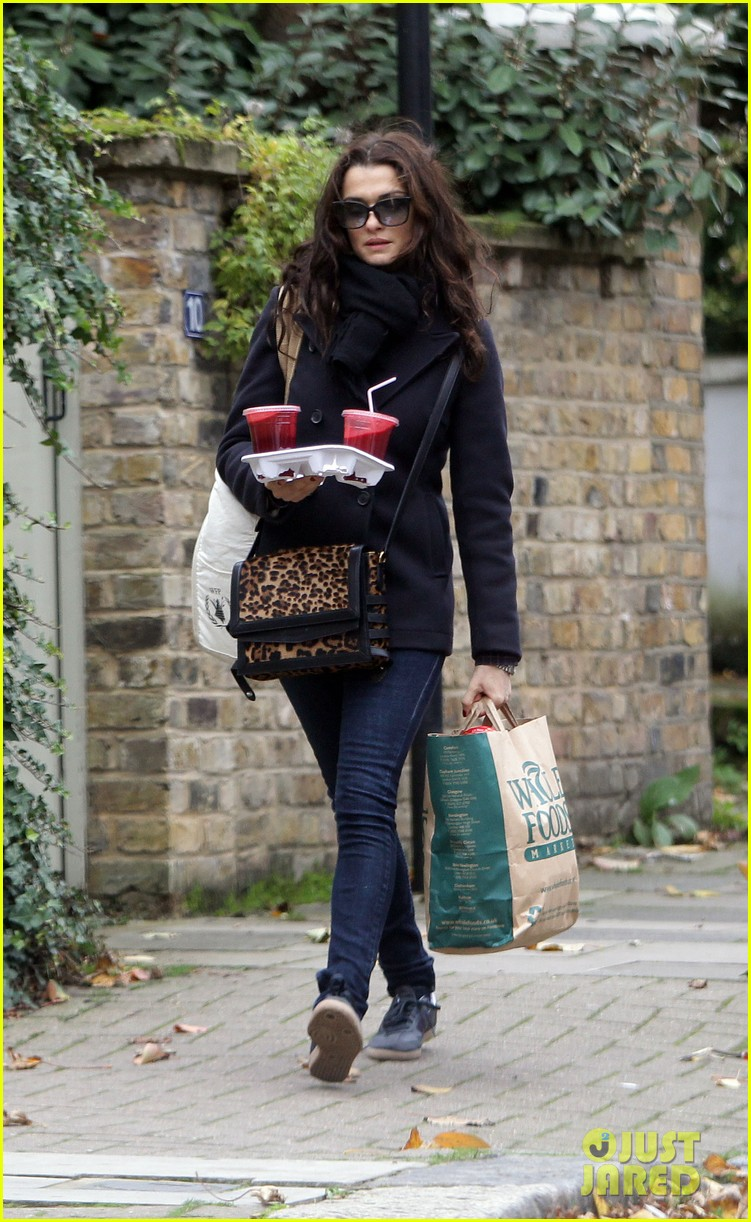 rachel weisz whole foods smoothie stop 09