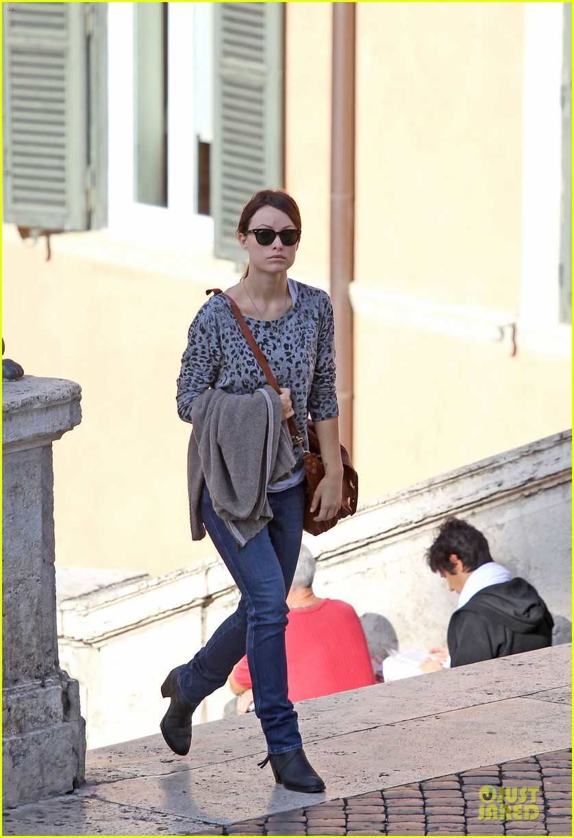 olivia wilde saturday night live viewing in italy 012738350