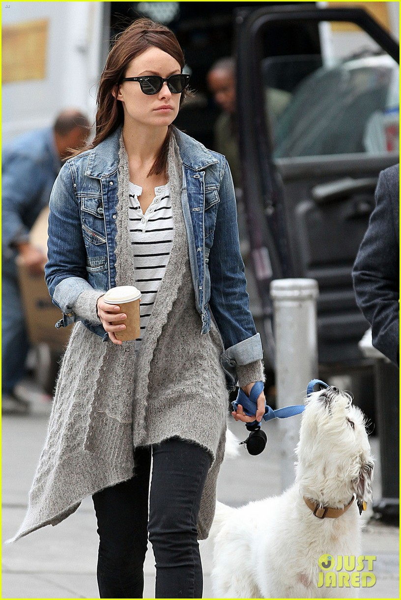 olivia wilde new york stroll with paco 04
