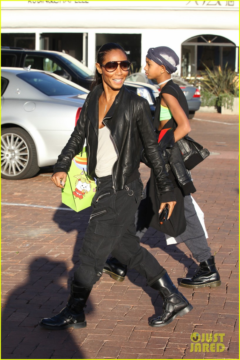 willow smith tra di noi lunch with mom jada 02