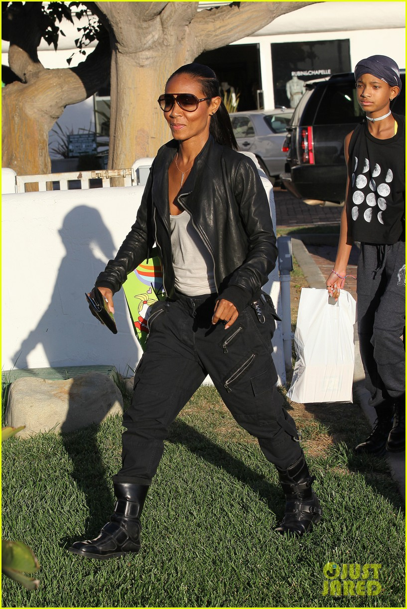 willow smith tra di noi lunch with mom jada 27