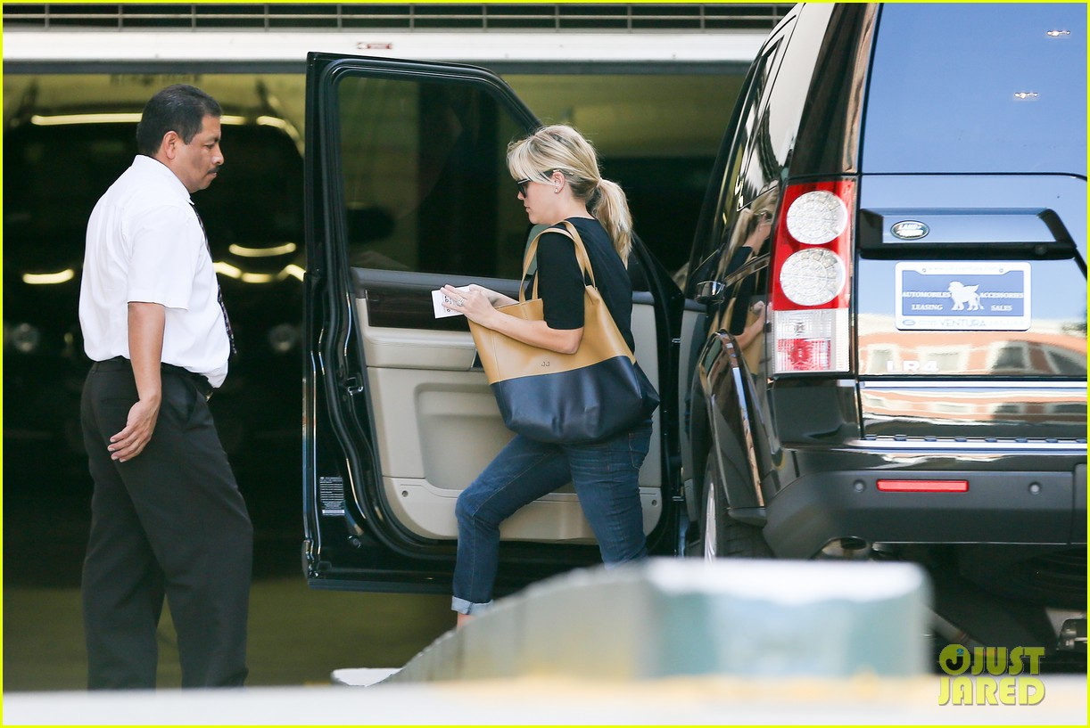 reese witherspoon post baby checkup with jim toth 07