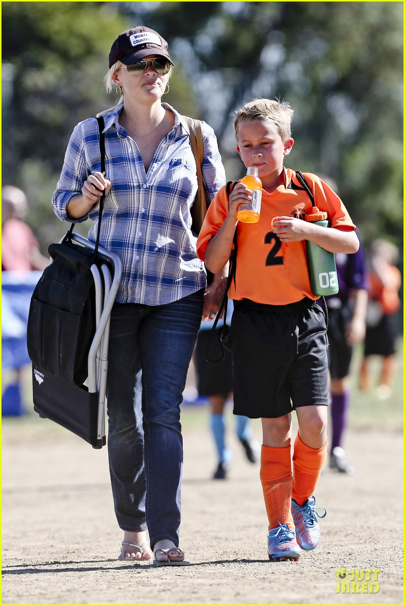reese witherspoon soccer saturday with deacon 042746311
