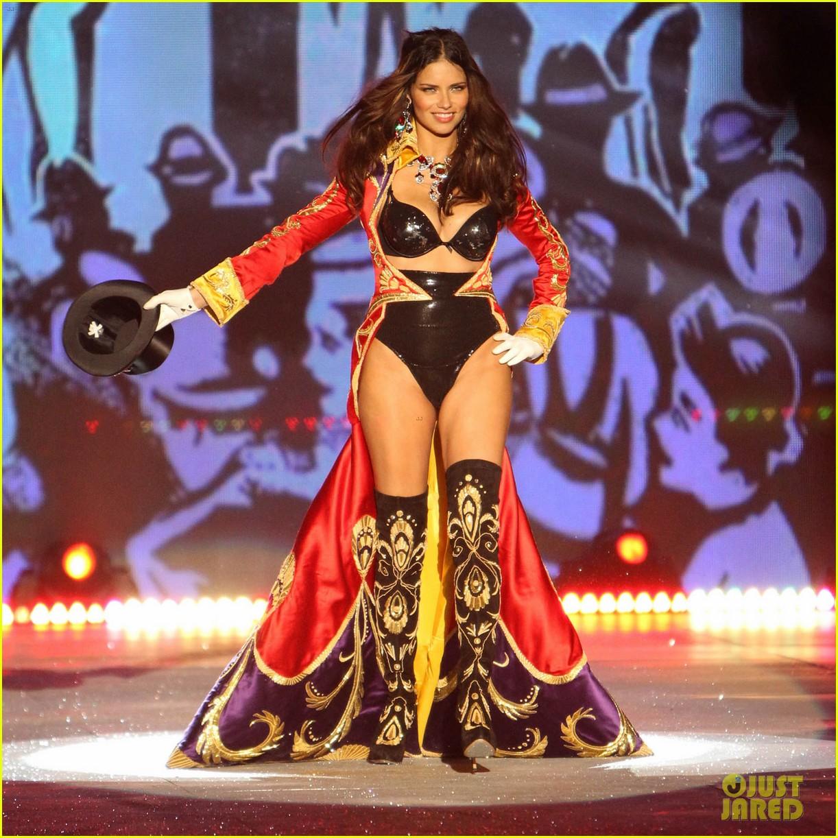 Victoria Fashion Show 2012 Secret Fashion Show