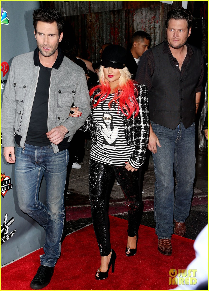 christina aguilera the voice final 12 party with adam levine 05