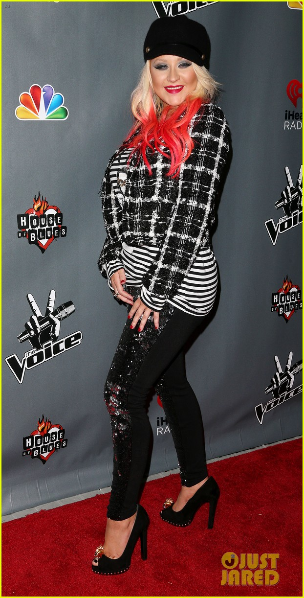 christina aguilera the voice final 12 party with adam levine 10