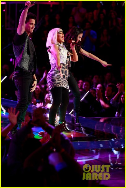 christina aguilera let there be love performance on the voice 10