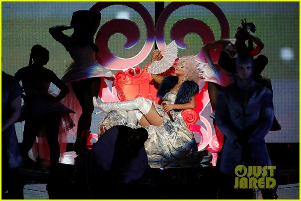 christina aguilera cee lo green make the world movie performance on the voice 032756927