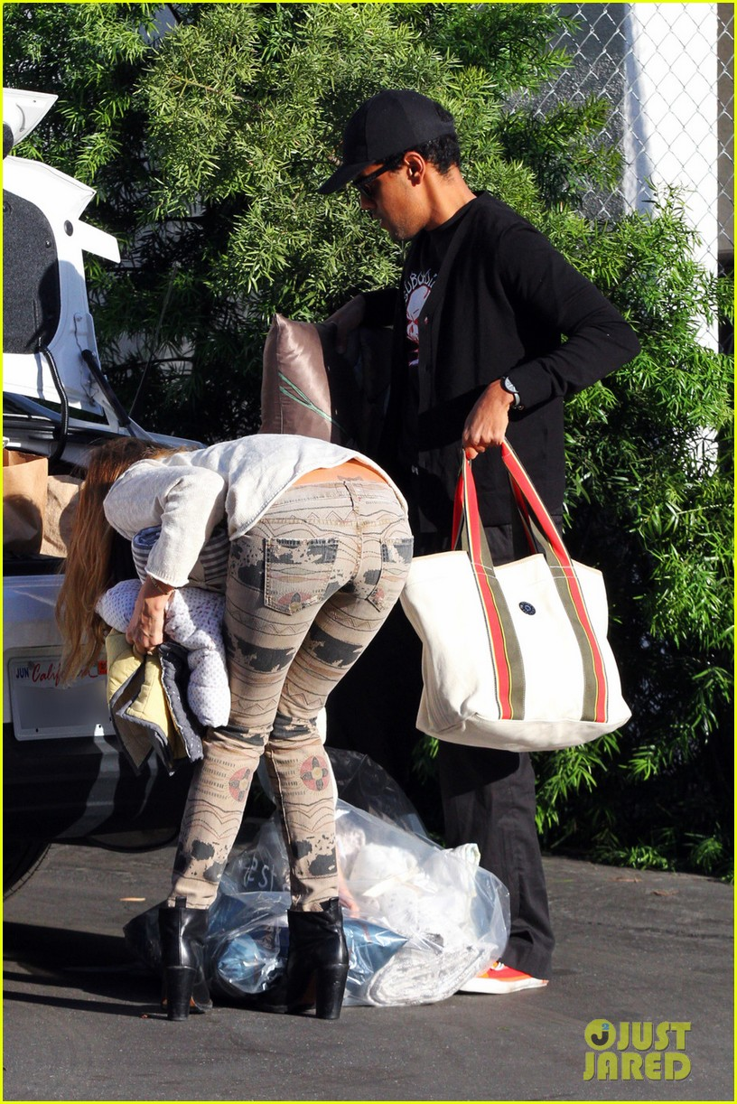 jessica alba cash warren giggles n hugs with honor 182754891
