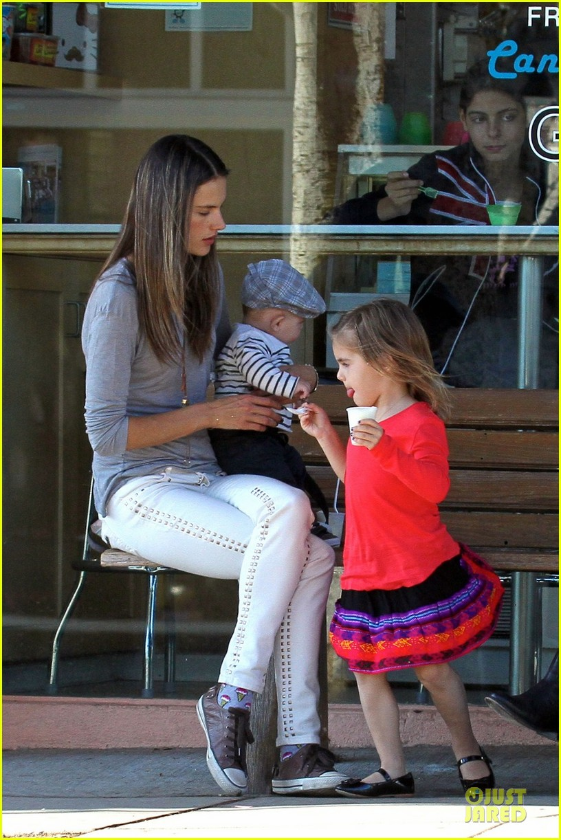 alessandra ambrosio ice cream stop with anja and noah 01