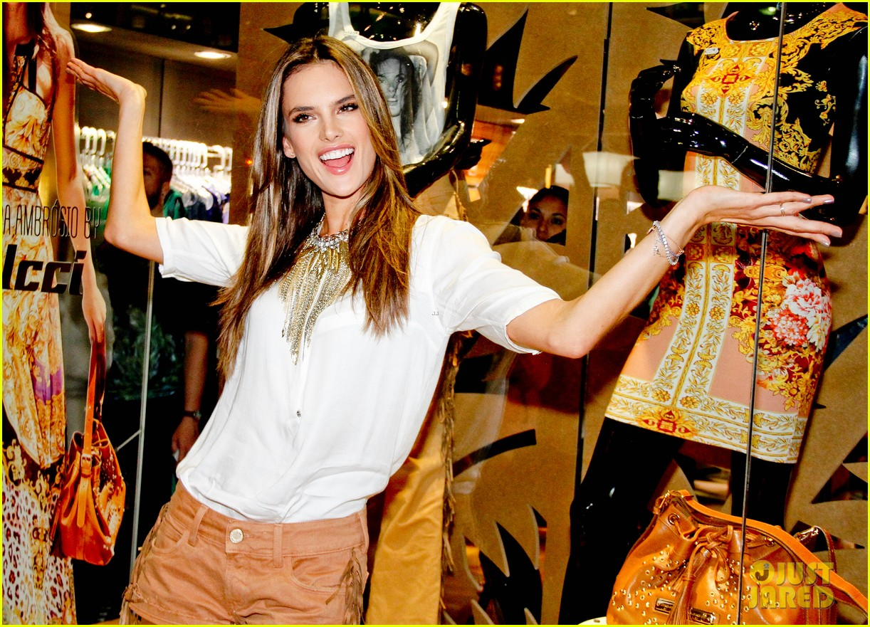 alessandra ambrosio colcci collection launch in rio 12