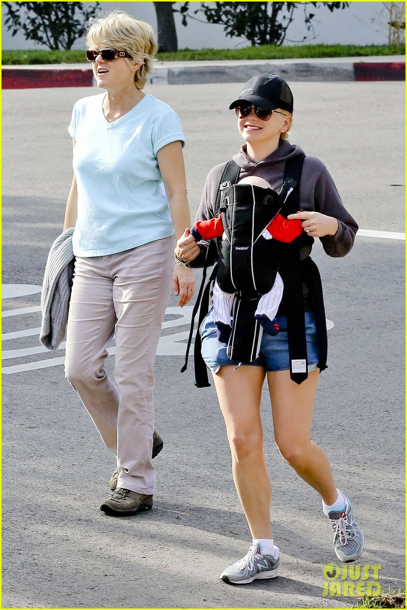 anna faris family walk with baby jack 162765628