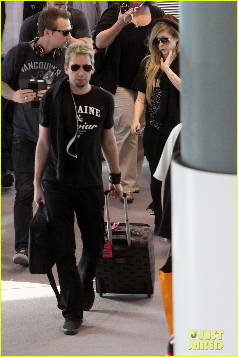 avril lavigne accompanies fiance chad kroeger on tour 08