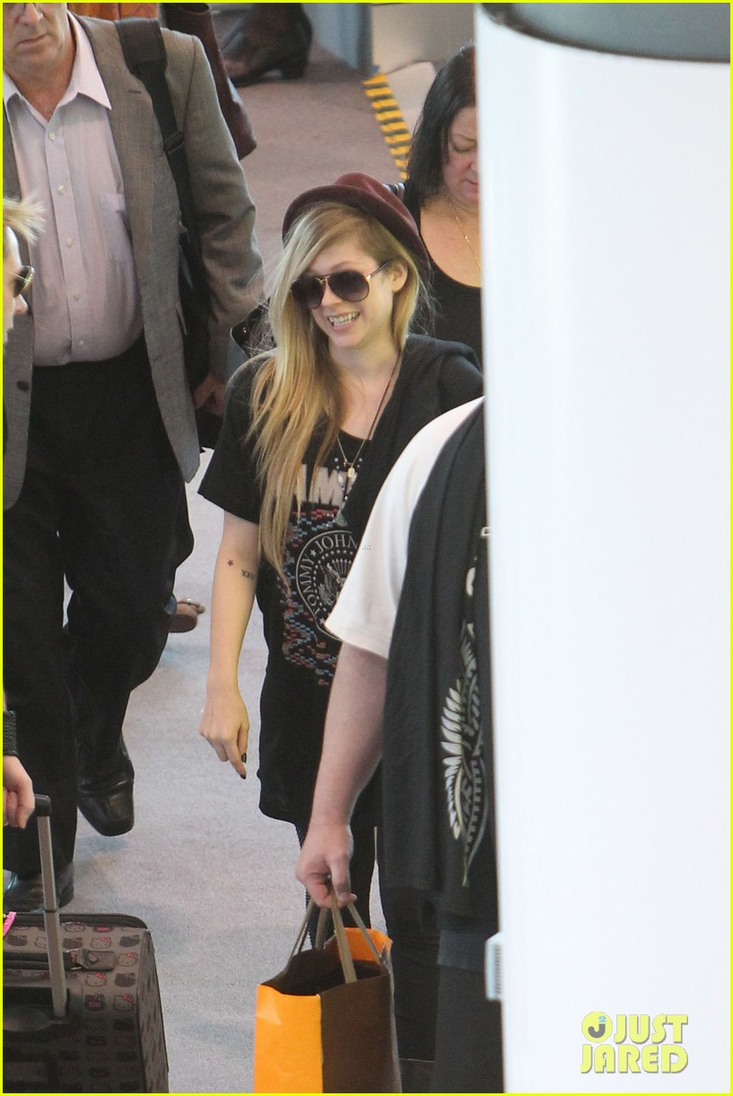 avril lavigne accompanies fiance chad kroeger on tour 152762830