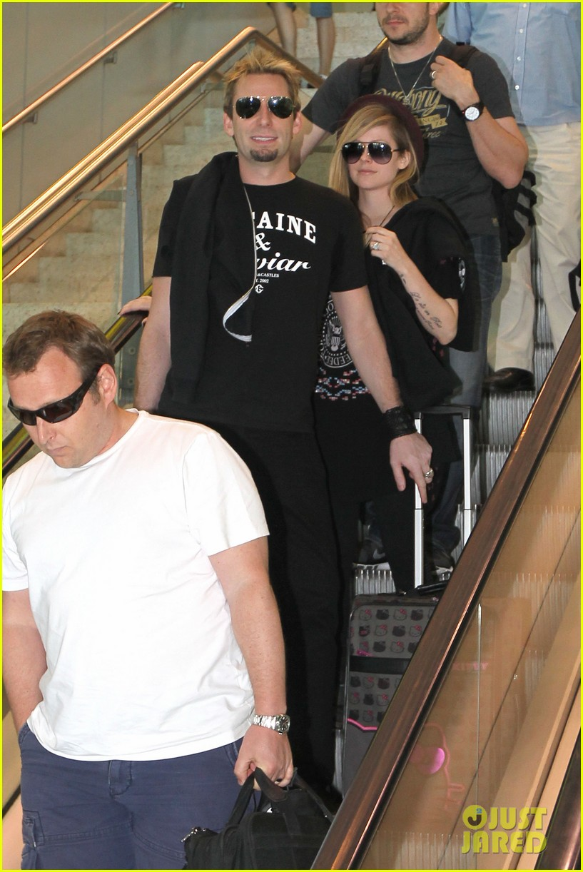 avril lavigne accompanies fiance chad kroeger on tour 26