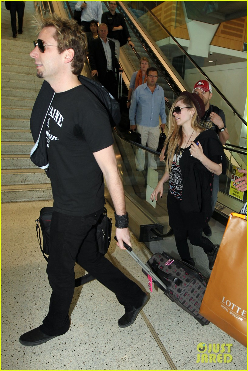 avril lavigne accompanies fiance chad kroeger on tour 28