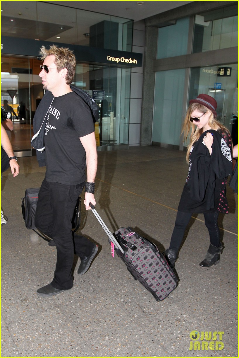 avril lavigne accompanies fiance chad kroeger on tour 29