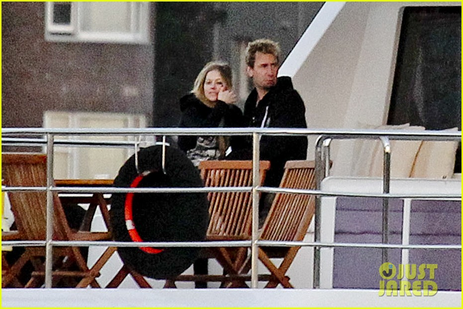 avril lavigne accompanies fiance chad kroeger on tour 372762852