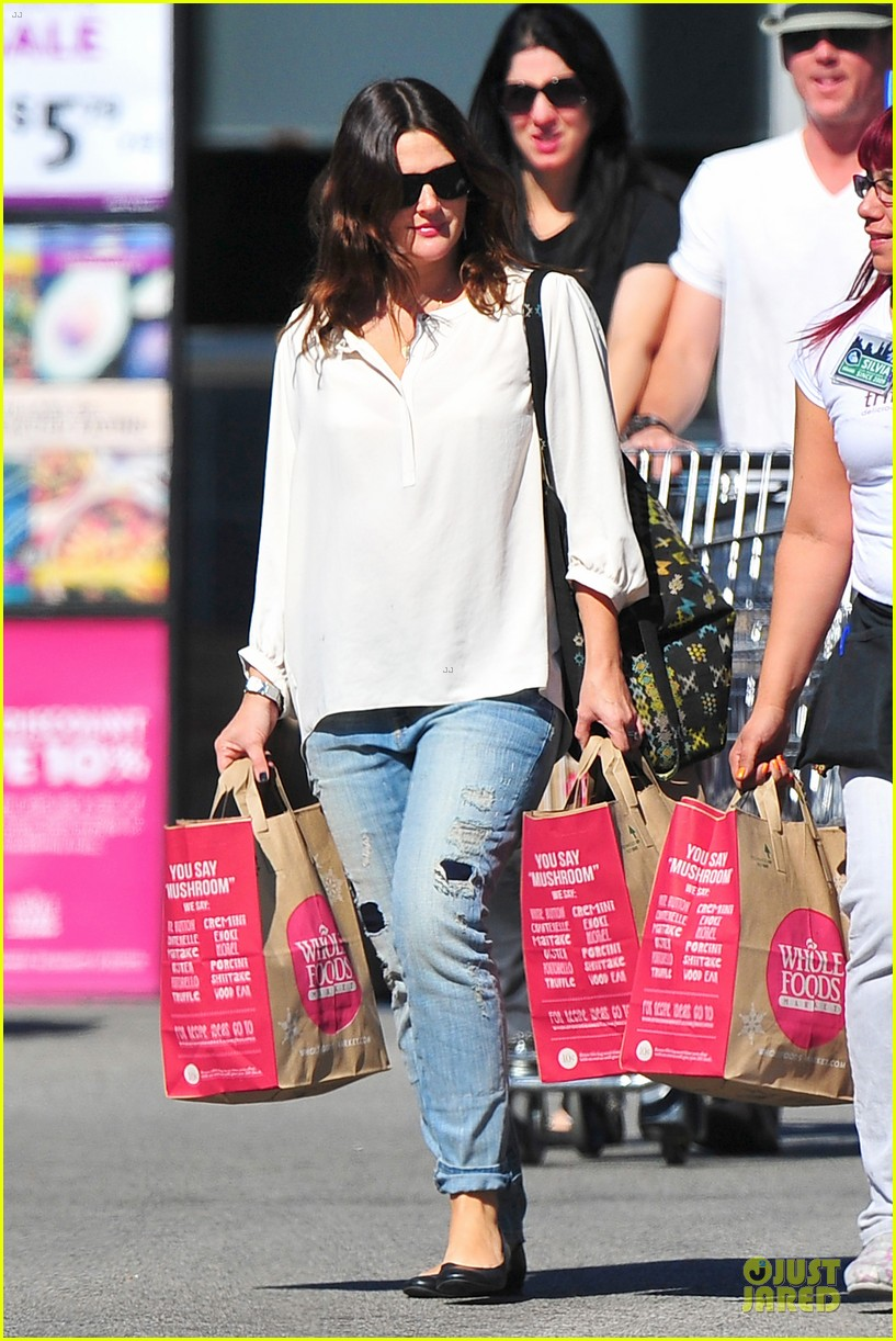 drew barrymore appreciates whole foods with a hug 10