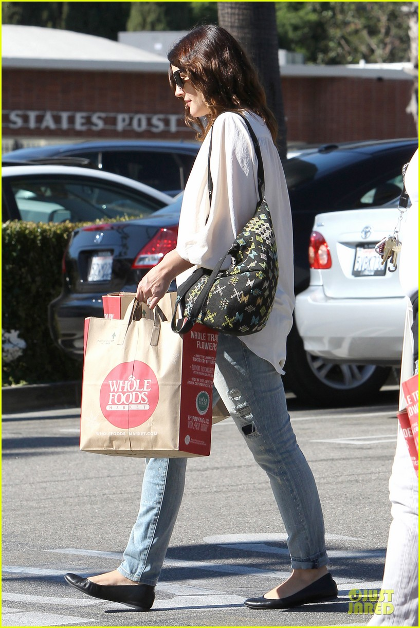 drew barrymore appreciates whole foods with a hug 18