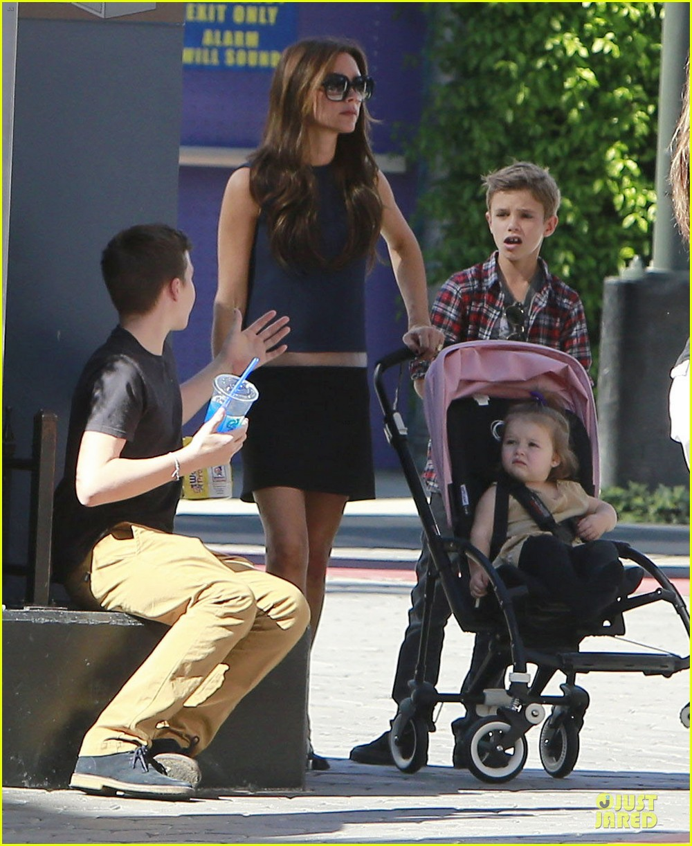 victoria beckham universal city walk with the kids 03