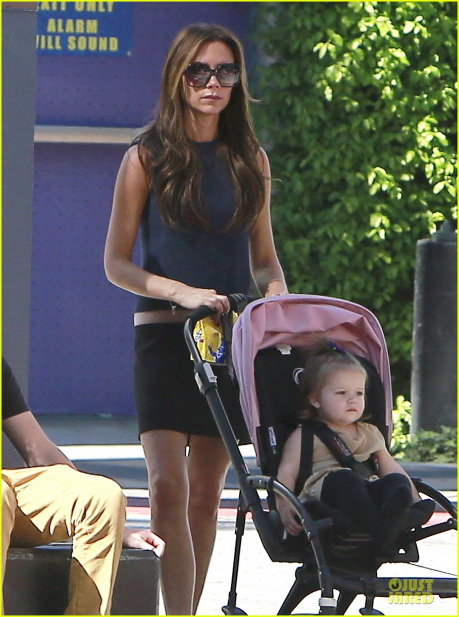 victoria beckham universal city walk with the kids 102751117