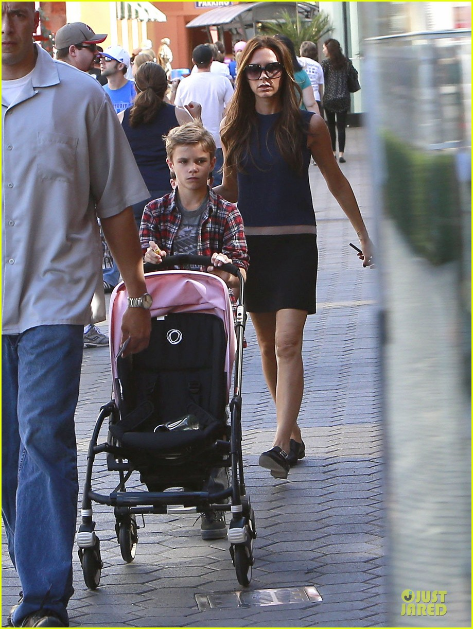 victoria beckham universal city walk with the kids 14