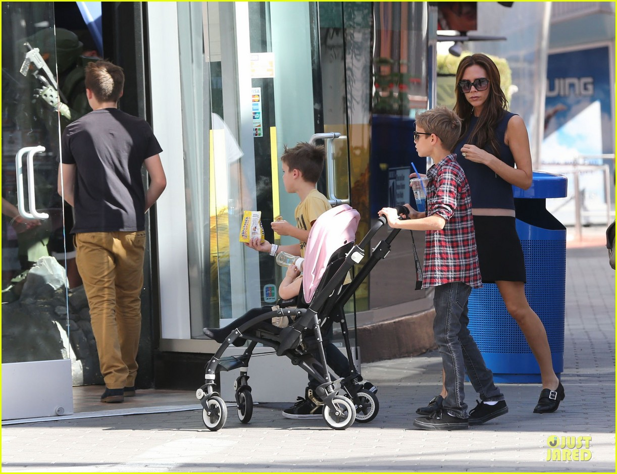victoria beckham universal city walk with the kids 20