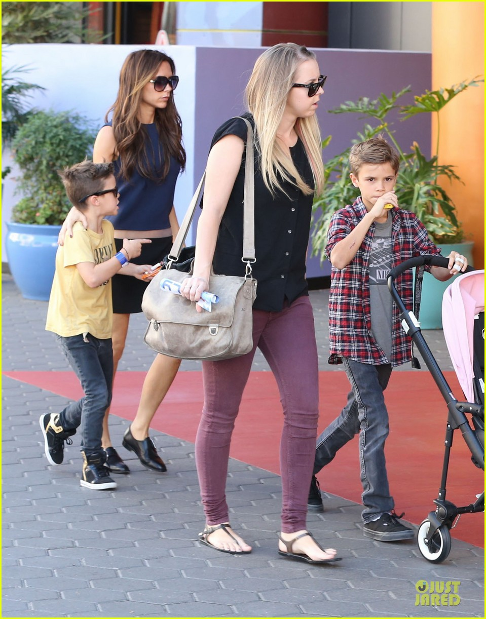 victoria beckham universal city walk with the kids 29