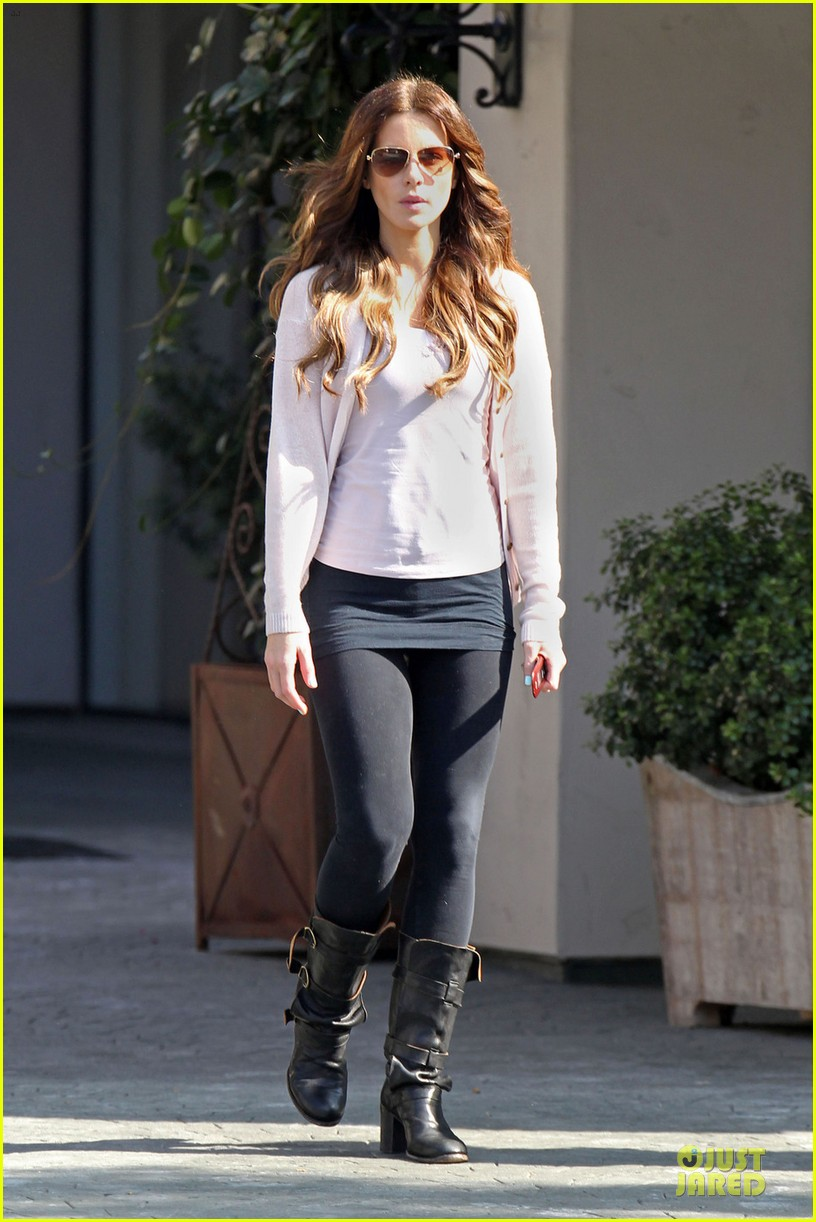 kate beckinsale office building meeting in los angeles 05