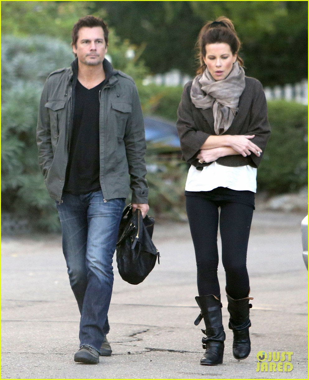 kate beckinsale family football game 16