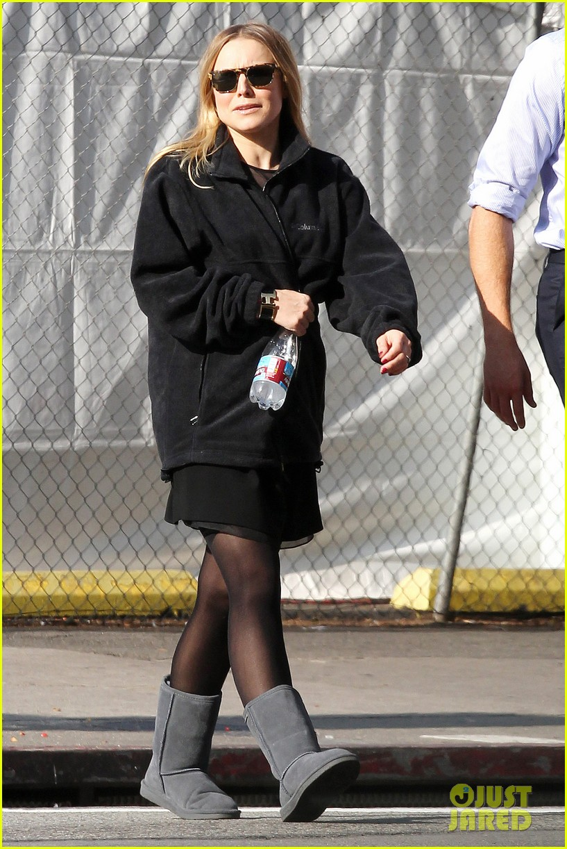 kristen bell baby bump cover up on house of lies set 01