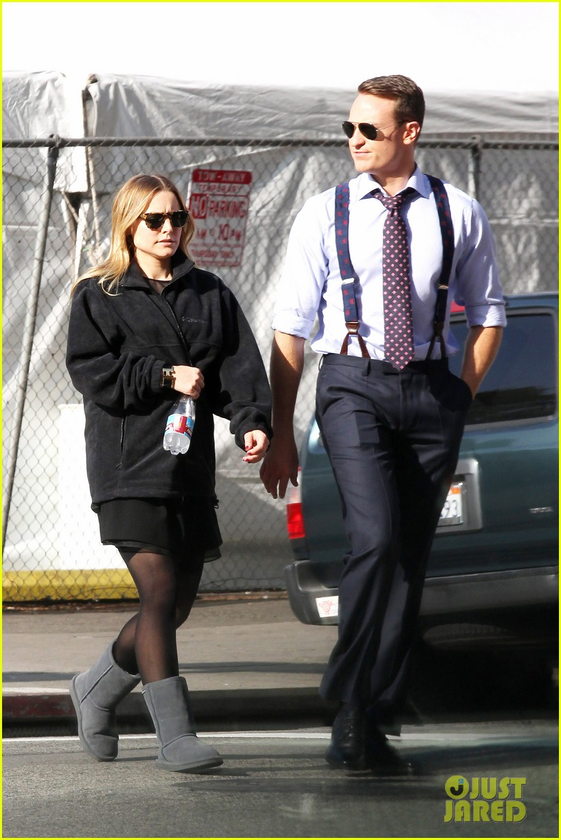 kristen bell baby bump cover up on house of lies set 03