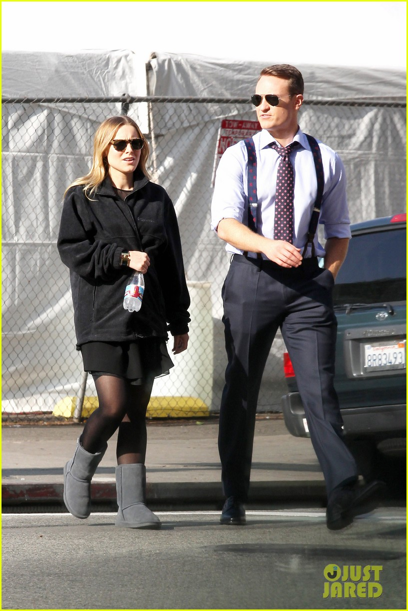 kristen bell baby bump cover up on house of lies set 05