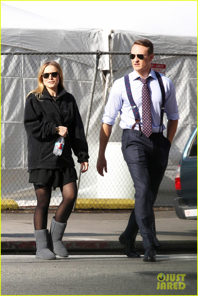 kristen bell baby bump cover up on house of lies set 06