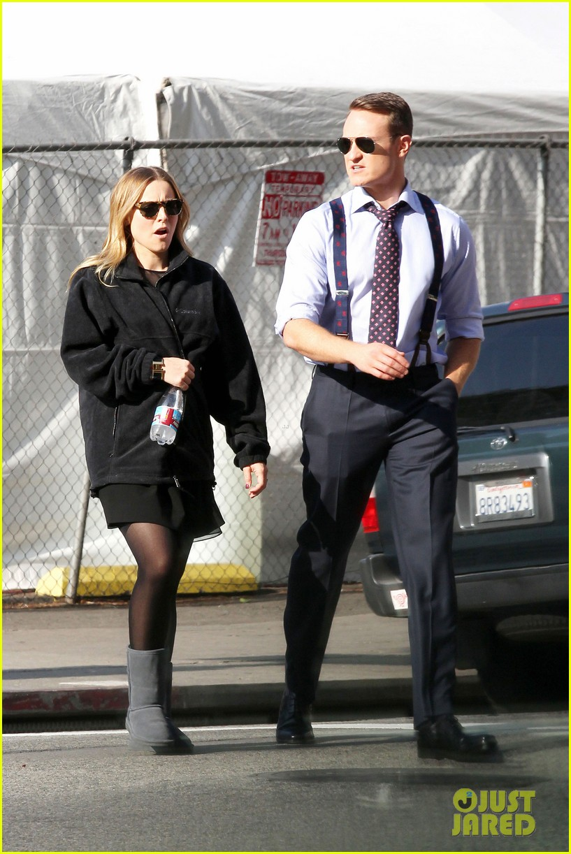 kristen bell baby bump cover up on house of lies set 07