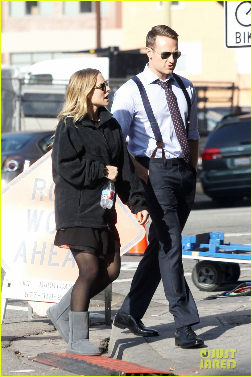kristen bell baby bump cover up on house of lies set 08