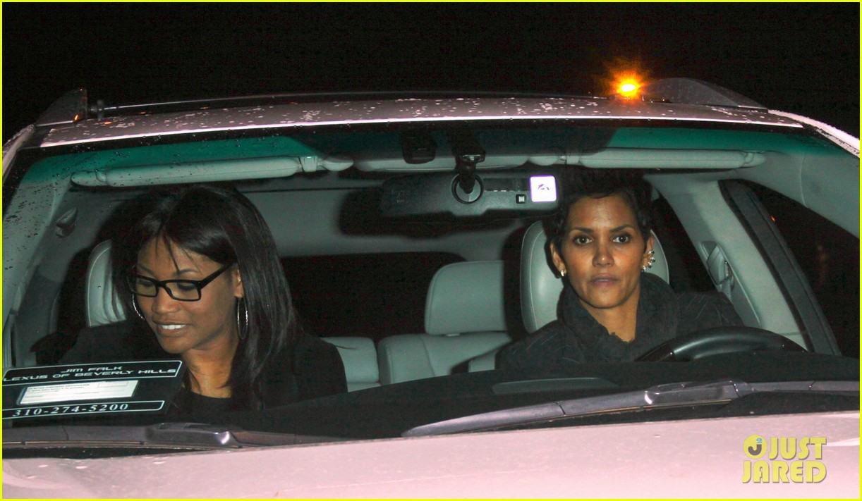 halle berry osterio drago dinner date with her gals 03