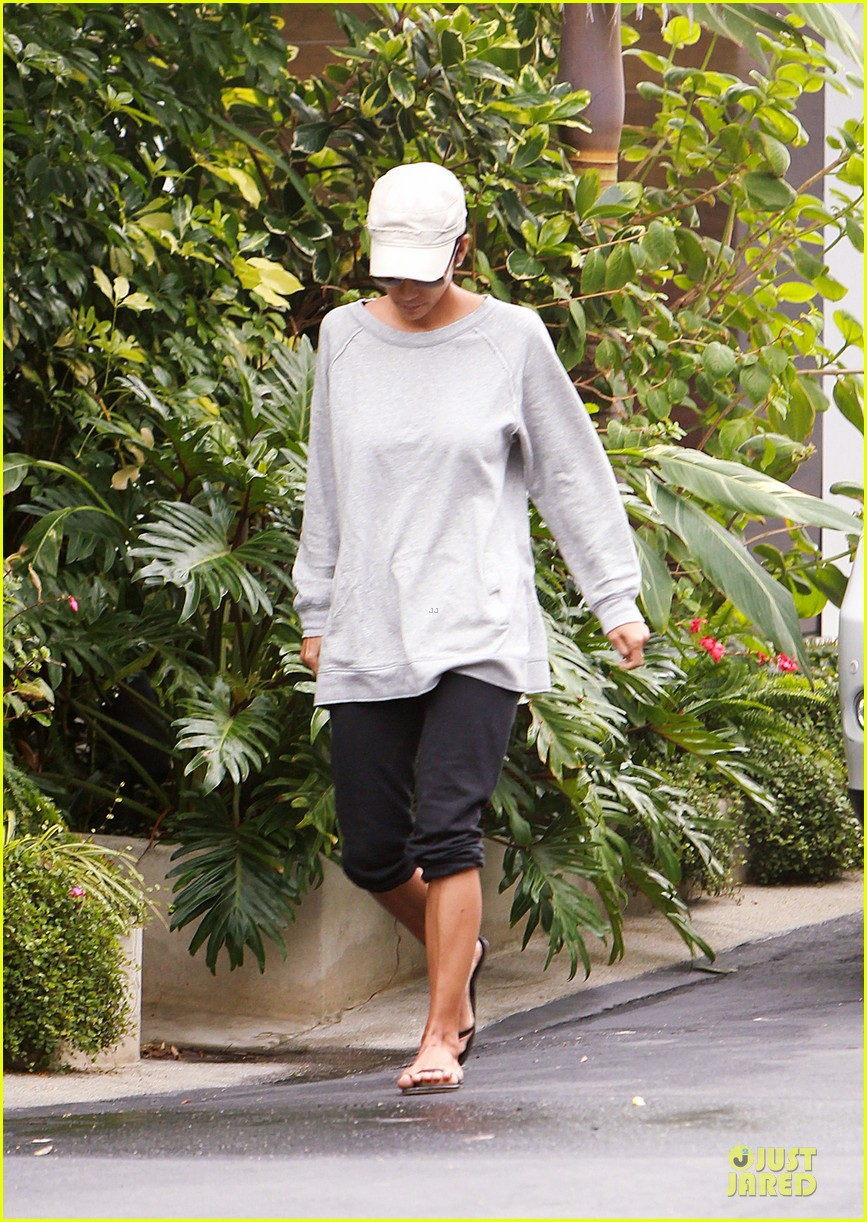 halle berry seeking restraining order against gabriel aubry 07