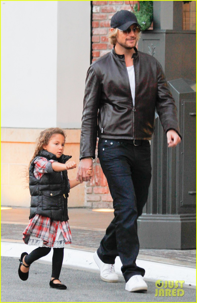 halle berry olivier martinez early thanksgiving party nahla aubry 04