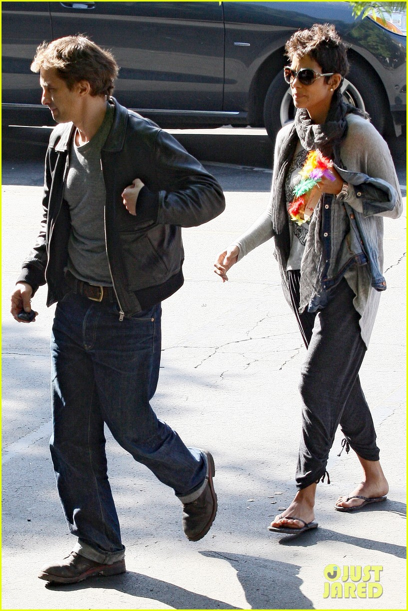 halle berry olivier martinez early thanksgiving party nahla aubry 112762281