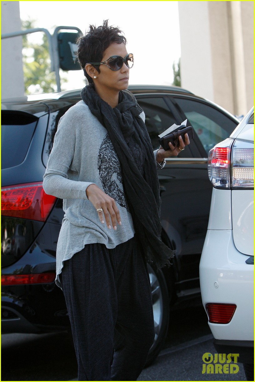 halle berry olivier martinez early thanksgiving party nahla aubry 132762283